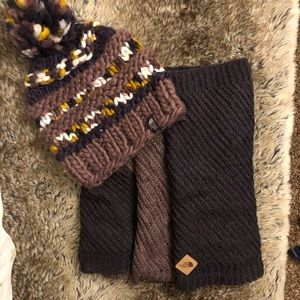 Women's Northface Hat & Infinity scarf set